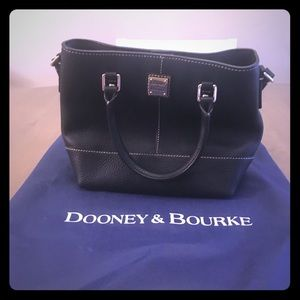 Dooney and Bourke shoulder bag: Black